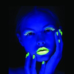 Maquillage Fluorescent UV