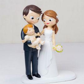Figurine de Mariés avec Bébé dans les Bras