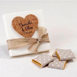 Étui Blanc avec 4 Chocolats et Coeur en Liège