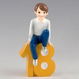 Figurine pour Gâteau 18ème Anniversaire Garçon Assis