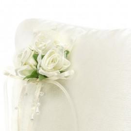 Coussin Pour Les Alliances Crème Avec Fleurs Blanches